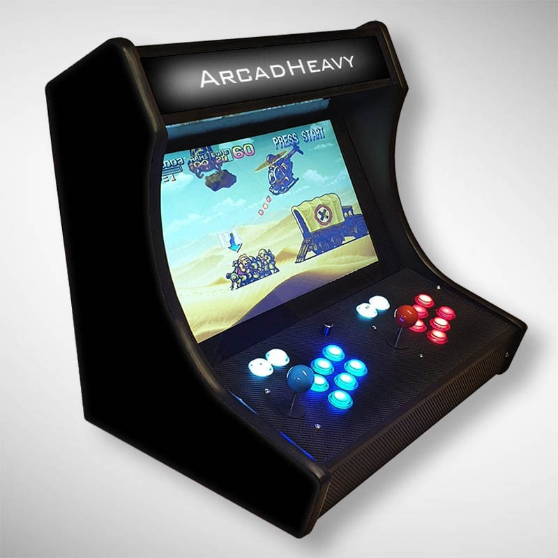Vue de coté du Bartop Noir ArcadHeavy l'écran au top et une partie des 1300 jeux dont Streetfighter...
